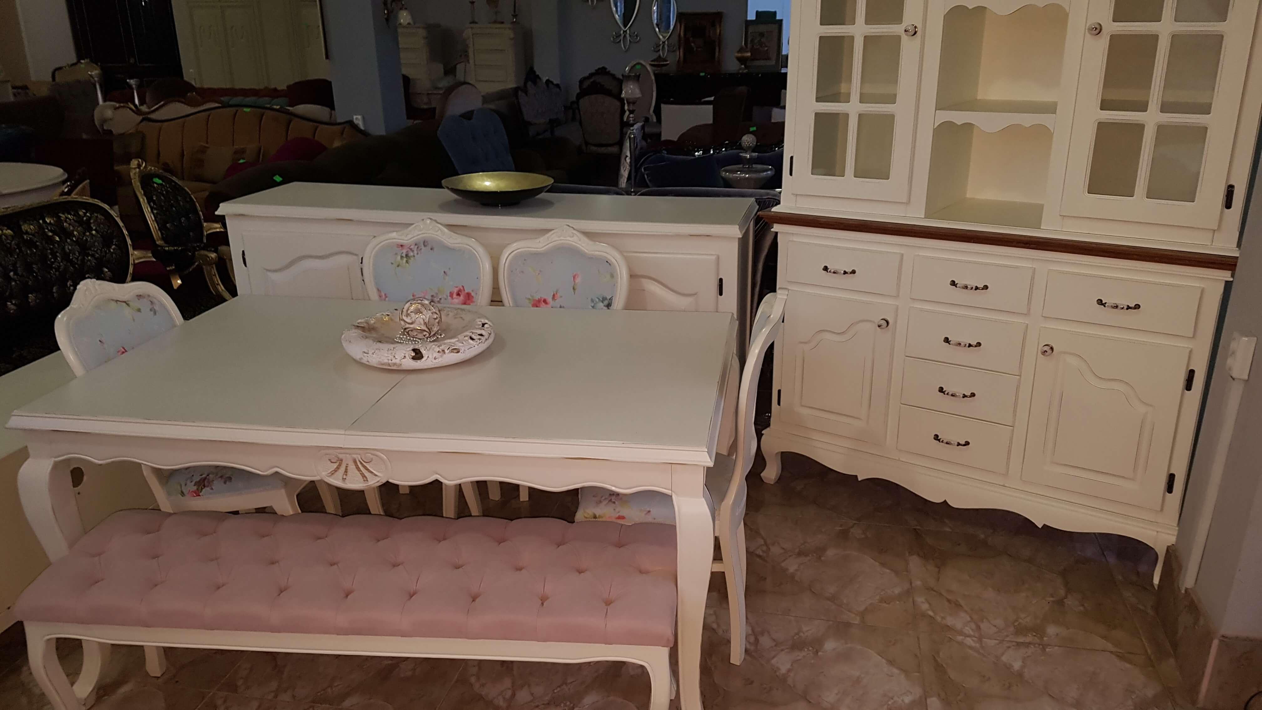მისაღები ოთახის კომპლექტი მაგიდა სკამები დესაუ ვიტრინა მაგიდა იშლება