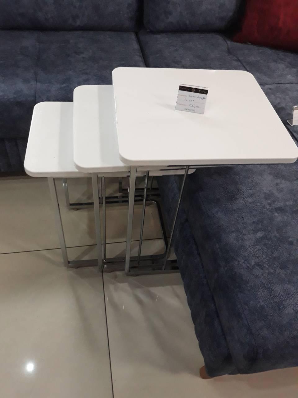 ჟურნალების მაგიდა