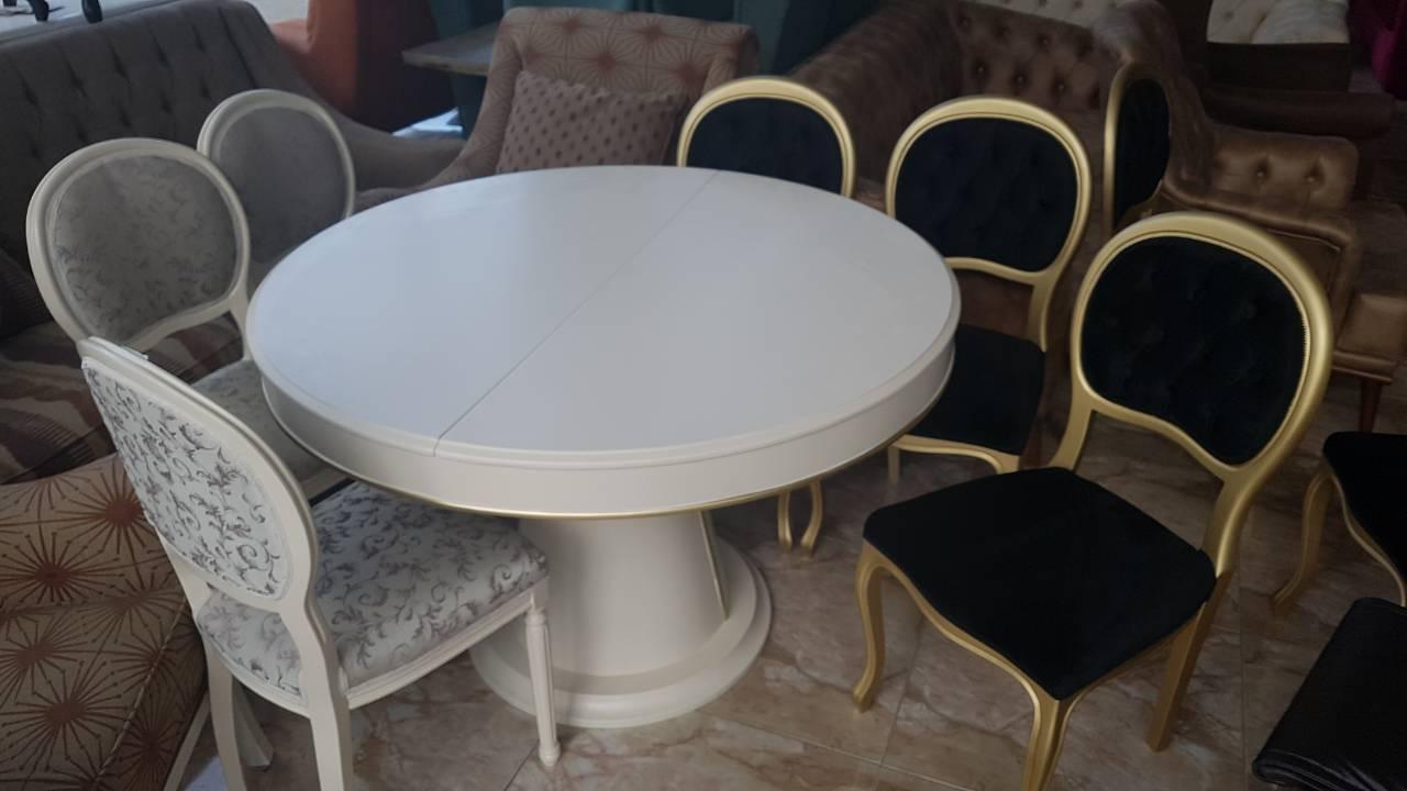 მაგიდები სხვადასხვა ზომის ფორმის გასაშლელებიც გვააქვს ვღებავთ სხვადასხვა ფერში არის რუმინეთიდან ხე