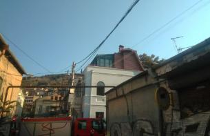კოტე აფხაზის ქუჩაზე მდებარე ერთ-ერთ სასტუმროში გაჩენილი ხანძარი ლიკვიდირებულია