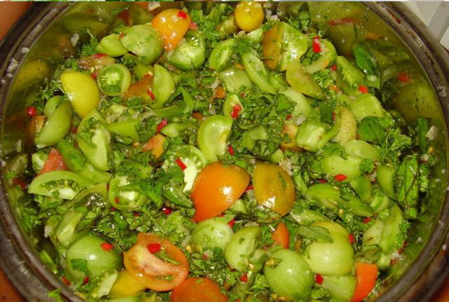მწვანე პომიდვრის უგემრიელესი სალათა, რომელიც სასიამოვნოდ გაოცებულს დაგტოვებთ